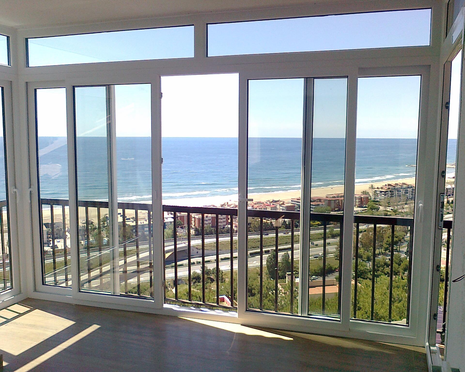 Pin puertas aluminio cerramientos fachadas vallas ventanas for Ventanales tipo puerta